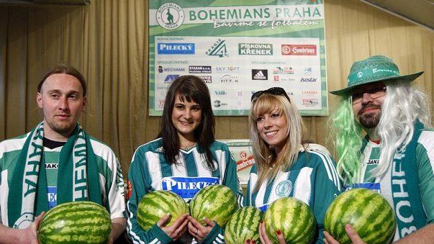 """Fanoušci Střížkova v recesi vybrali """"melouny"""" na pokutu pro svůj klub..."""
