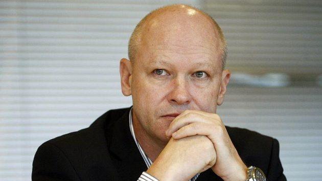 Zamyšlený šéf fotbalového svazu Ivan Hašek.