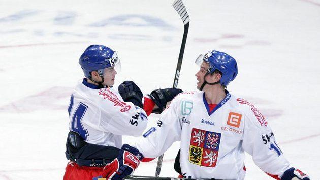 Čeští hokejisté Jiří Hudler (vlevo) s Petrem Čajánkem.