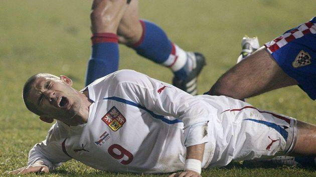 Bolestivá grimasa ve tváři Jana Rezka po střetu se soupeřem z chorvatského týmu.