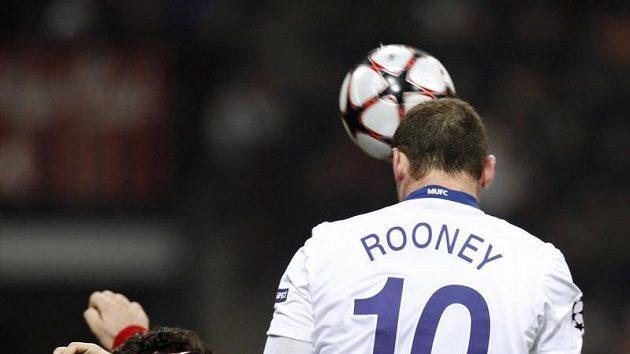Wayne Rooney dává svůj první gól na San Siru.