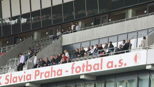 Na stadión v Edenu se fanoušci na utkání Slavie s Příbramí nedostali. Hlediště ale přeci jen nebylo zcela prázdné.