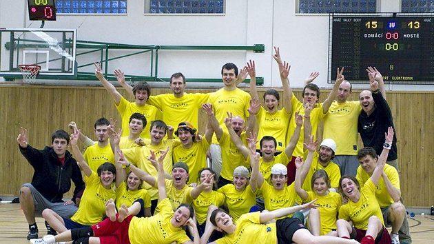 Úspěšný tým Žluté zimnice. První a čtvrté místo je vynikající úspěch a potvrzení faktu, že se jedná v současné době o nejlepší mixový tým v České republice.