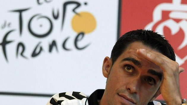 Alberto Contador během tiskové konference k Tour de France