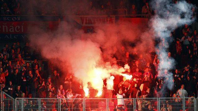 Fanoušci Plzně během zápasu na Slavii.