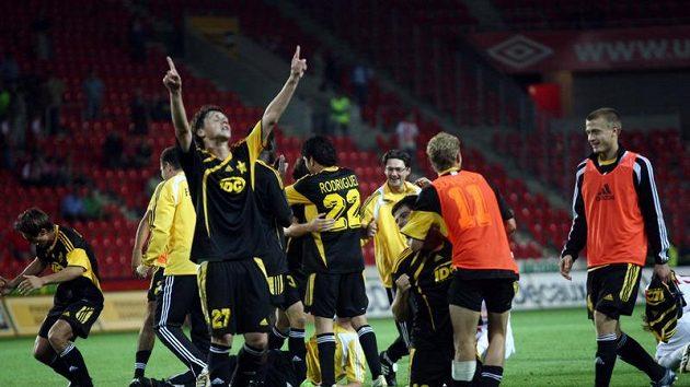 Radost fotbalistů Šeriffu Tiraspol po remíze se Slavií a postupu do 4. předkola Ligy mistrů.
