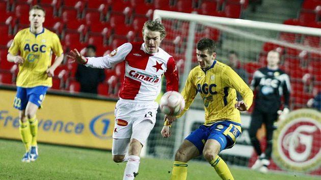 Teplický Admir Ljevakovič (vpravo) v souboji s Milanem Černým ze Slavie