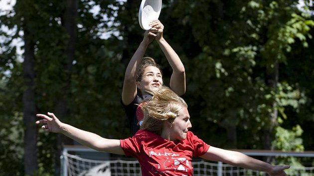 Na univerzity přichází více studentů, kteří již mají nějakou zkušenost s ultimate frisbee. Úroveň turnajů tak stoupá.