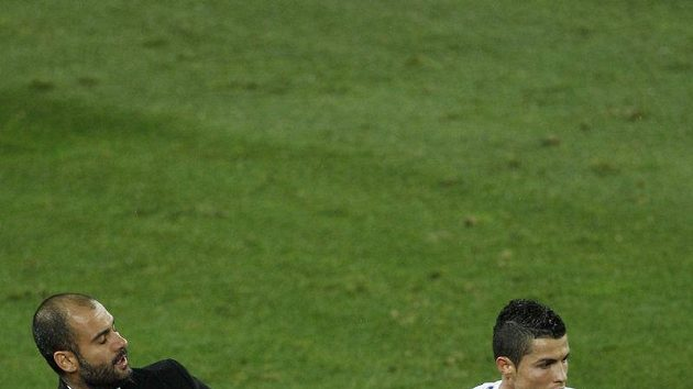 Cristiano Ronaldo strká do trenéra Barcelony Pepe Guardioly