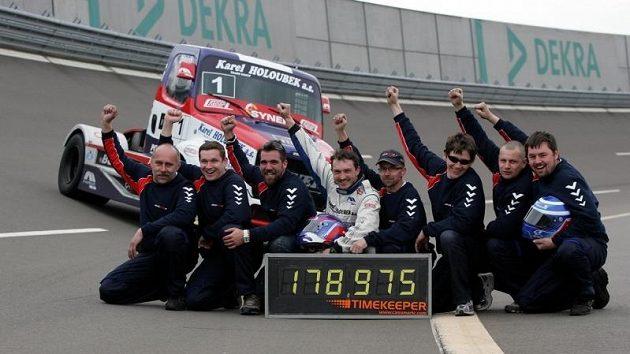 Rekordy jsou dílem celého týmu, úspěch všichni náležitě slavili.