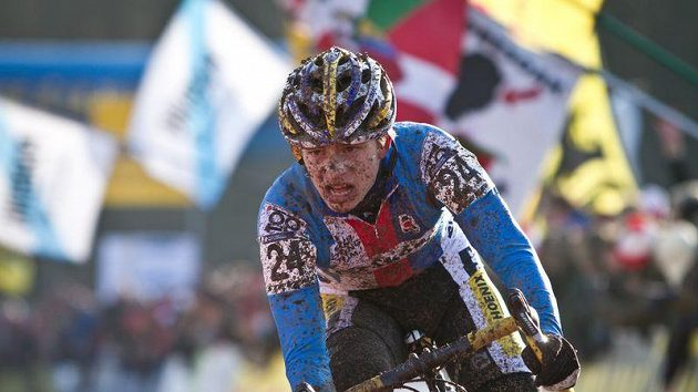 Český cyklokrosař Karel Hník vybojoval na mistrovství světa v německém Sankt Wendelu v kategorii jezdců do 23 let bronzovou medaili.