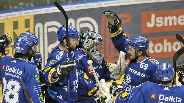 Hráči Vítkovic se radují z vítězství nad Slavií ve čtvrtém semifinálovém duelu.
