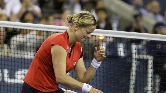 Kim Clijstersová reaguje na poslední vítězný míček ve finále US Open proti Carolině Wozniackiové z Dánska.