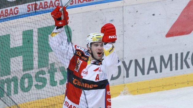 Slávista Vondrka se raduje z gólu do sítě Zlína.