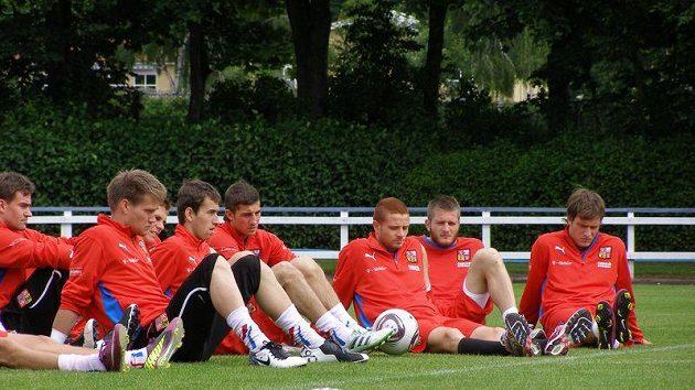 Čeští reprezentanti do 21 let. Zleva Tomáš Vaclík, Tomáš Hořava, Lukáš Vácha, Marcel Gecov, Ondřej Mazuch a Michael Rabušic.