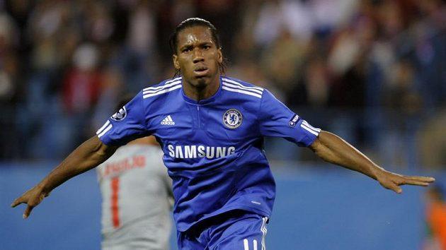 Útočník Chelsea Didier Drogba se raduje z branky do sítě Atlétika Madrid.