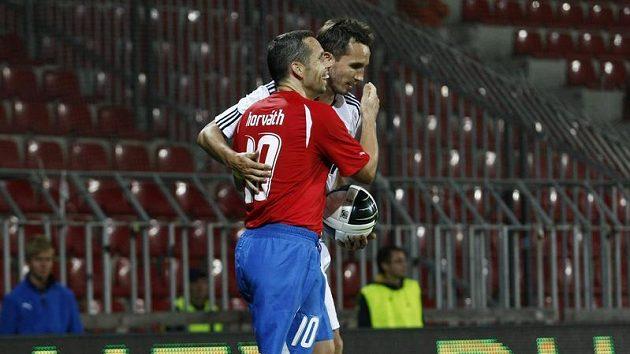 Plzeňský Pavel Horváth (vpředu) a Tomáš Sivok v dresu Besiktase Istanbul.