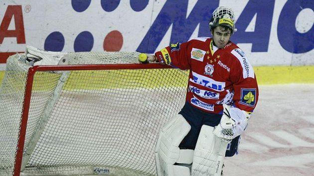 Brankář hokejistů Pardubic Martin Růžička