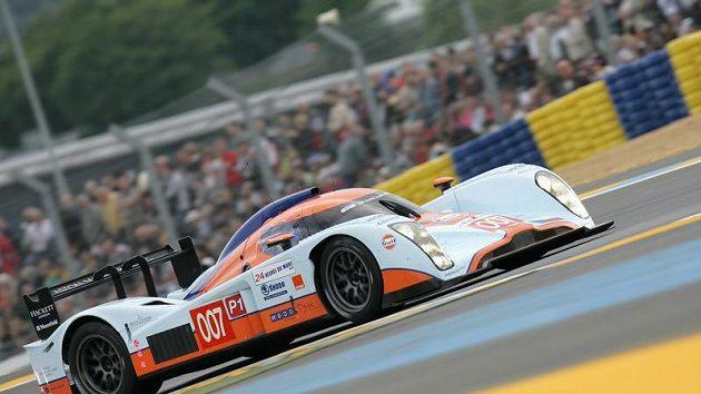 Prototyp Aston Martin posádky Charouz, Enge, Mücke při kvalifikaci na 24 hodin Le Mans