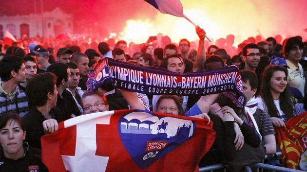 Fotbalová atmosféra v centru Lyonu. Fanoušci Olympique sledovali semifinálový duel v Mnichově na velkoplošných obrazovkách.