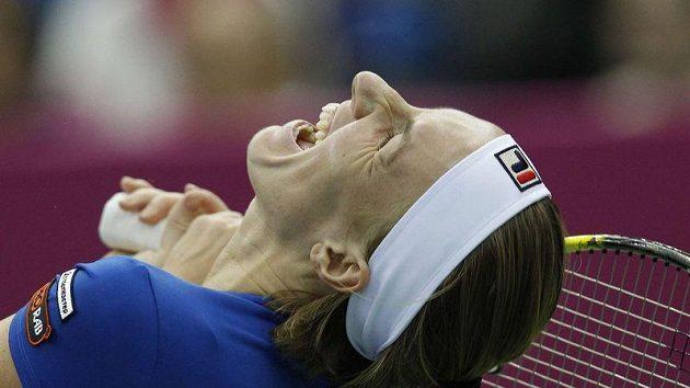 Světlana Kuzněcovová při zápase Fed Cupu s Lucií Šafářovou.