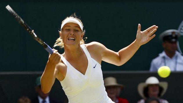 Ruská tenistka Maria Šarapovová během druhého kola Wimbledonu