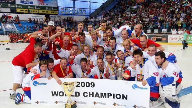 Hokejbaloví mistři světa s pohárem.