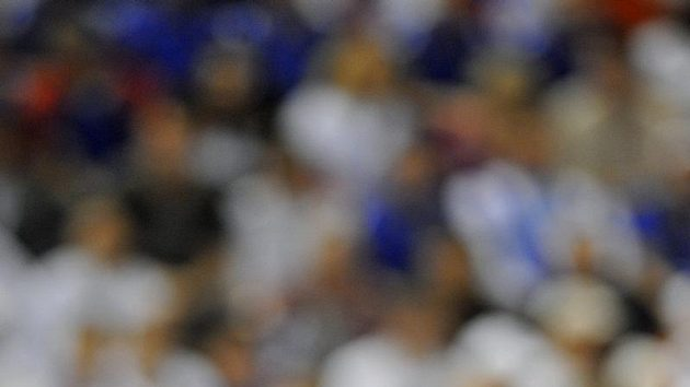 Tomáš Berdych během utkání proti Rafaelu Nadalovi ve finále Davis Cupu.