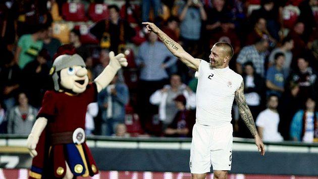 Tomáš Řepka oslavuje vítězství Sparty nad FK Sarajevo.
