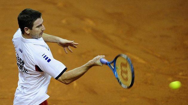 Český tenista Jan Hajek prohrál hladce se Španělem Rafaelem Nadalem ve finále Davis cupu v Barceloně.