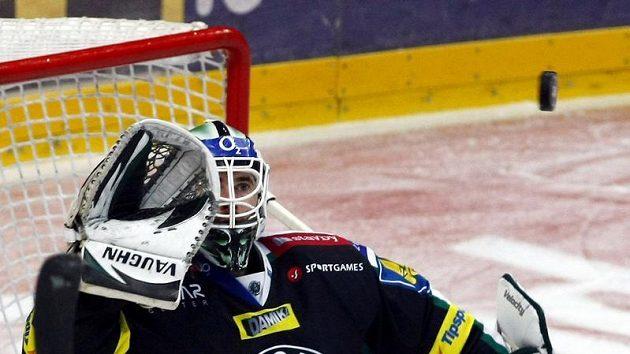 Brankář hokejistů Mladé Boleslavi Marek Schwarz