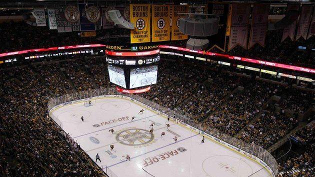 Kulisa na prvním utkání Bostonu v sezóně 2011/2012.