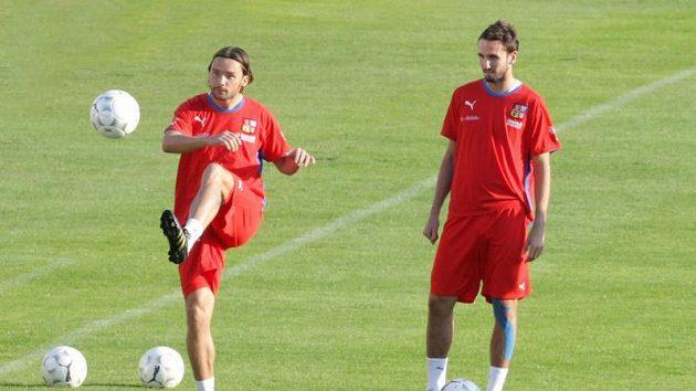 Marek Jankulovski (vlevo) a Tomáš Sivok na tréninku české fotbalové reprezentace