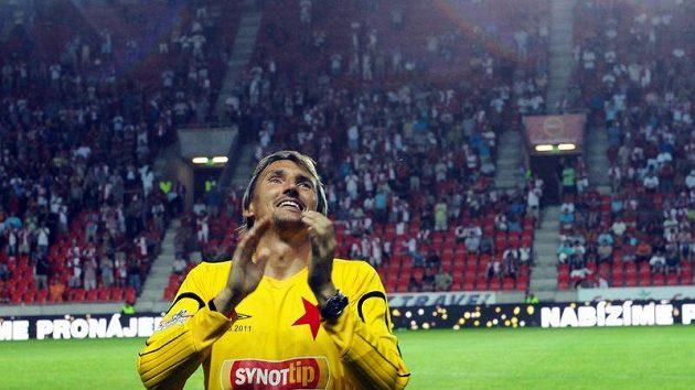 Brankář Slavie Martin Vaniak při rozlučce se svou kariérou děkuje fanouškům.
