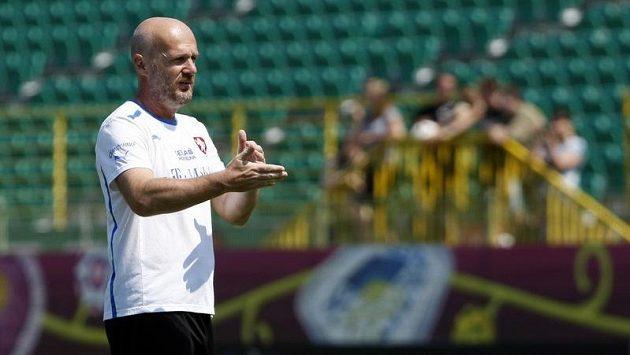 Michal Bílek na tréninku fotbalové reprezentace v polské Vratislavi