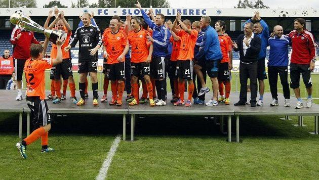 Fotbalisté Olomouce se radují z vítězství Superpoháru.