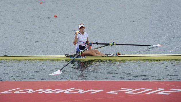 Skifařka Miroslava Knapková vyhrála zlato stylem start - cíl o více než tři sekundy.