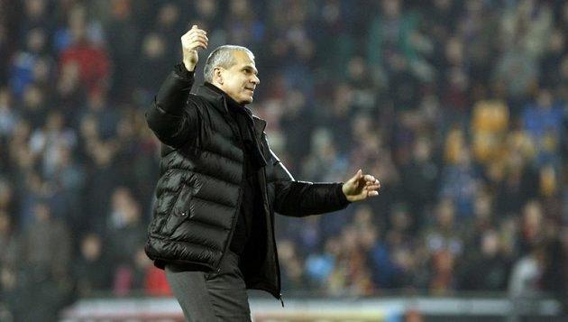 Trenér Sparty Vítězslav Lavička oslavuje postup do jarních bojů Evropské ligy.