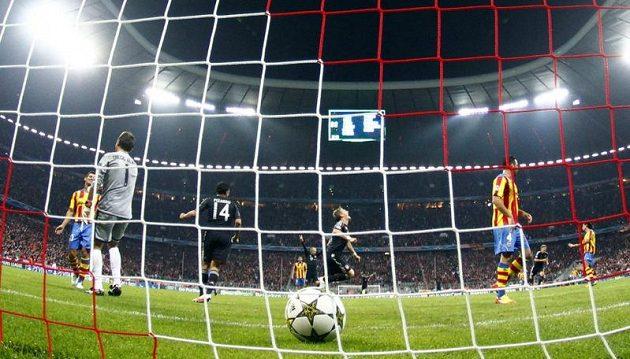 Fotbalista Bayernu Mnichov Bastian Schweinsteiger se raduje z gólu proti Valencii v prvním kole Ligy mistrů.
