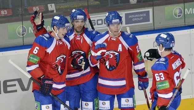 Hokejisté Lva Praha Tomáš Mojžíš, střelec Jakub Klepiš, Luboš Bartečko a Ondřej Němec se radují z gólu proti Spartaku Moskva.