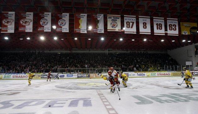 Hokejisté Slavie přivítali Litvínov v pražském Edenu.