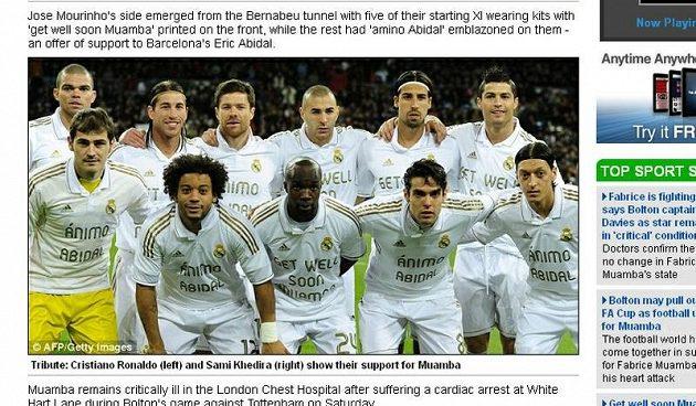 Hráči madridského Realu vyjádřili podporu Abidalovi i Muambovi vzkazy na dresech.