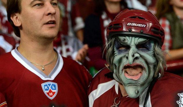 Fanoušci Dinama Riga dorazili do Prahy i v zajímavém přestrojení.