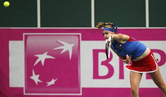 Petra Kvitová během zápasu s Francescou Schiavoneovou.