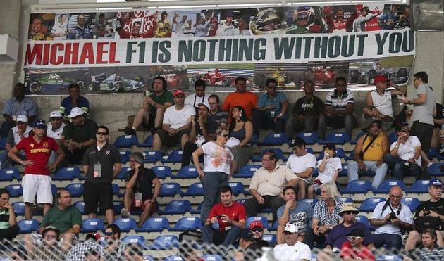 """Transparentem """"Michaeli, bez Tebe je formule 1 o ničem"""" vzdali fanoušci hold odcházející legendě Michaelu Schumacherovi"""