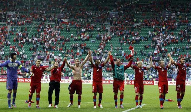 Radost českých fotbalistů z vítězství nad Řeckem