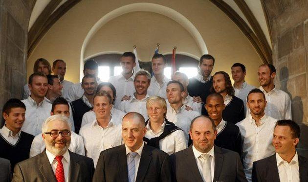 Fotbalisty české reprezentace slavnostně přivítali na radnici ve Vratislavi.