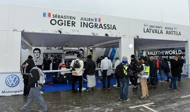 Servis týmu Volkswagen při Rallye Monte Carlo 2013.