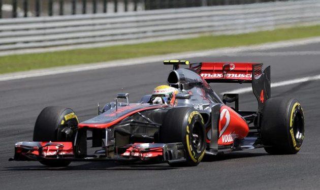 Lewis Hamilton na trati Velké ceny Maďarska na Hungaroringu