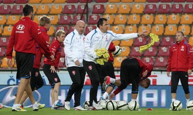 Tomáš Galásek v roli asistenta trenéra fotbalové reprezentace na stadiónu Spatry Praha na Letné, kde se odehraje další kvalifikační zápas o mistrovství světa s Bulharskem.
